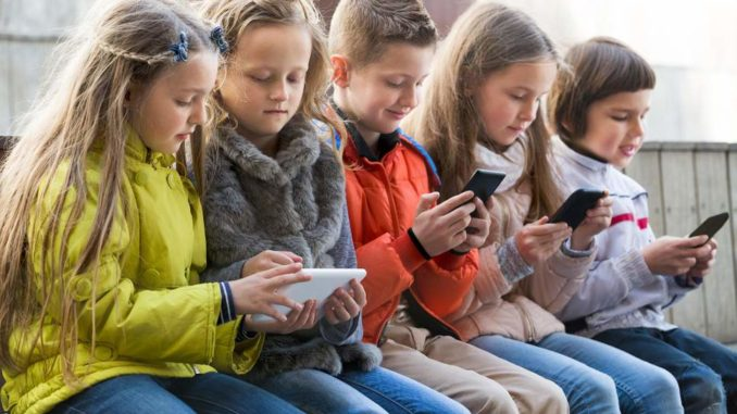 France bans cell phones from school