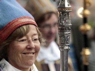 The Bishop of Stockholm has proposed a church in her dioceseremove all Christian symbols including crucifixes and instead putdown markings showing the direction to Mecca for the benefit of Muslim worshippers.