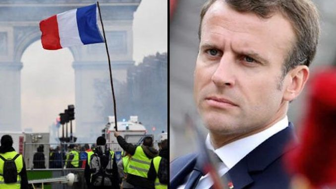 Macron panics as Yellow Vest protestors threaten massive bank run