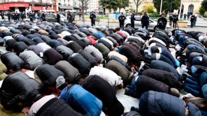 Parts of France under de facto Sharia law, author warns