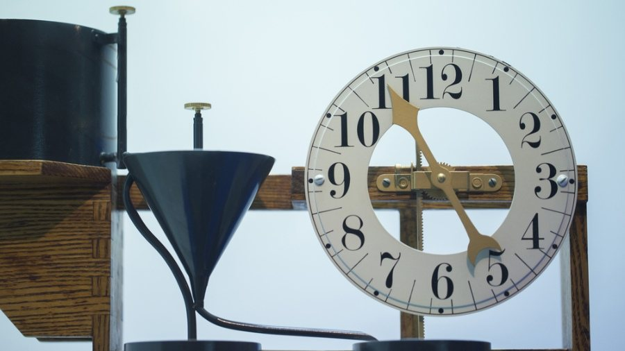 Scientists Break Laws of Physics by 'Reversing Time' in Crazy Experiment