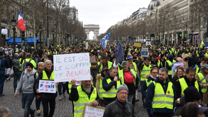 Yellow Vests protesting for 16th week sprayed with tear gas by police
