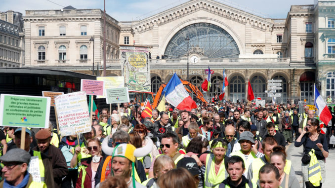 Thousands Of Yellow Vests Flood French Streets For 20th Weekend In A Row Yellow-vests-678x381