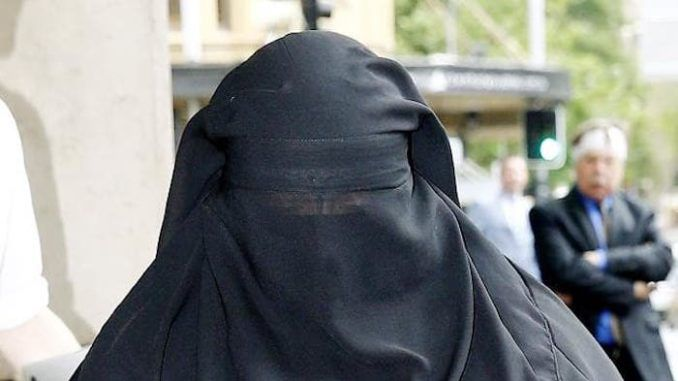 Sri Lanka ban burqas following easter bombing attack