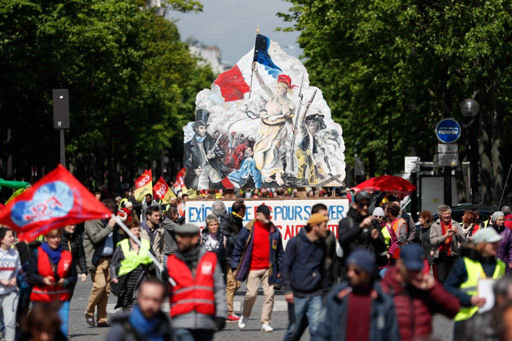 Yellow Vests Reject Macron's 'Rubbish' Olive Branch – Take To The Streets For 24th Consecutive Week Yellow-vests-1024x682