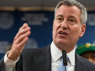 New York Mayor Bill de Blasio vows to help illegal immigrants all he can