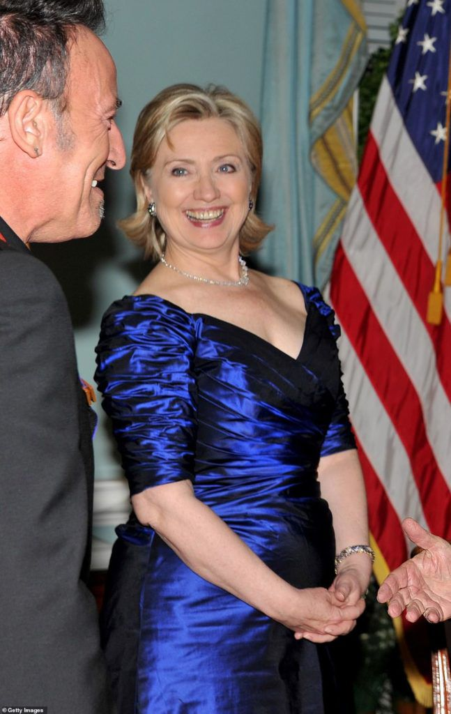 The dress is similar to one worn by Hillary Clinton at the 2009 Kennedy Center Honors
