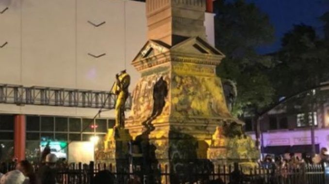 Protestor cracks skull after attempting to topple confederate statue