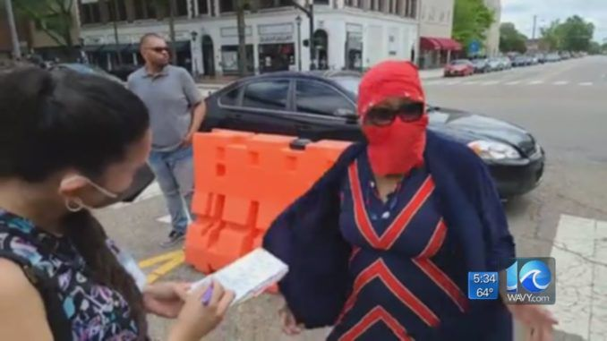 """A Democrat senator has been caught """"in disguise"""" at a riot, telling police officers they are not allowed to arrest vandals."""