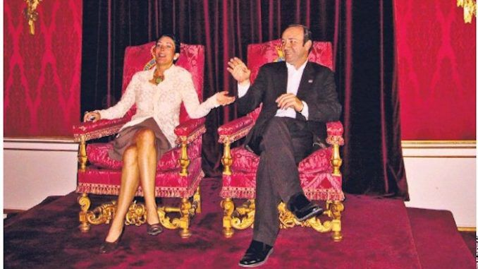 A photo of Ghislaine Maxwell and Kevin Spacey sitting on Queen Elizabeth's throne in Buckingham Palace has emerged, raising serious questions about pedophilia in elite circles and plunging the Royal Family into crisis.