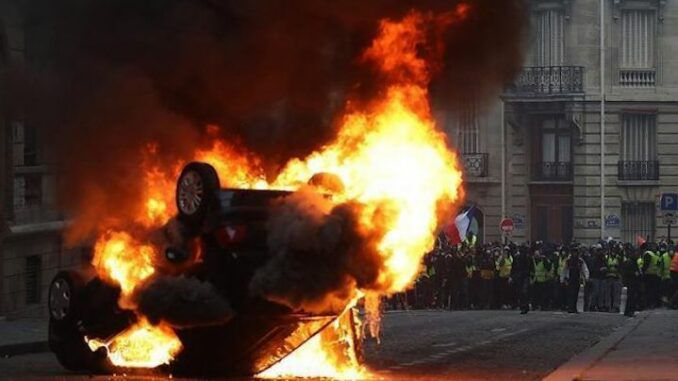 France on brink of total collapse, ex-police officers warn