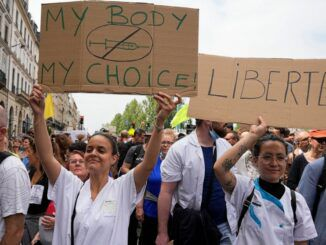 France protest forced vaccination