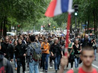 Thousands of French citizens rise up to reject Macron's mandatory vaccines and covid passports