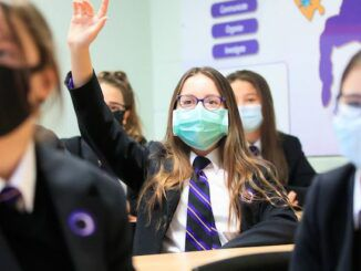 UK government bans unvaccinated students from attending university