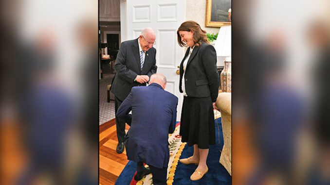 Biden kneels before Israeli President, vows to do whatever is asked of him