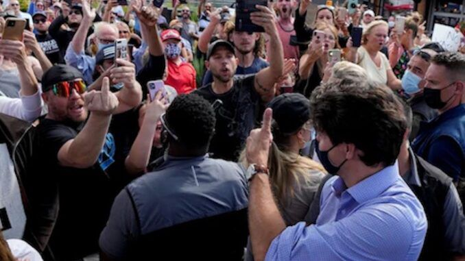 Thousands of Canadians rise up and chant 'lock him up' at Justin Trudeau
