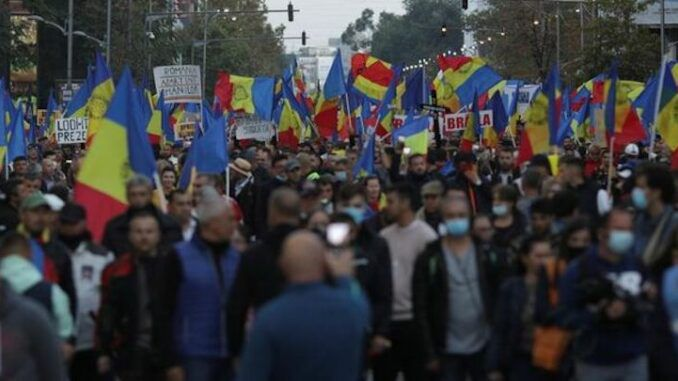 Tens of thousands of Romanian citizens rise up to protest 'New World Order' Covid restrictions in Romania